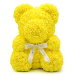 žltý macko z ruží